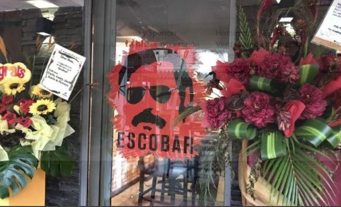 El restaurante con la imagen de Pablo Escobar está ubicado en el distrito financiero de Singapur. (Foto Prensa Libre: AFP)