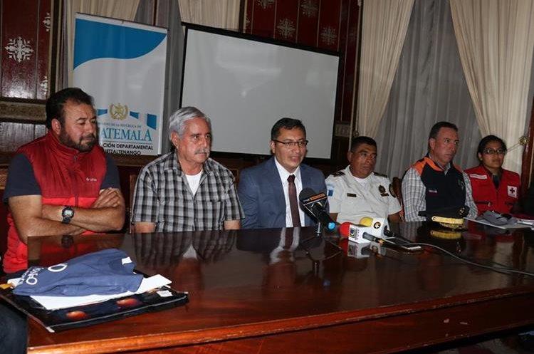 Luego de las reuniones se brindó información en conferencia de prensa para aclarar dudas. (Foto Prensa Libre: Raúl Juárez)