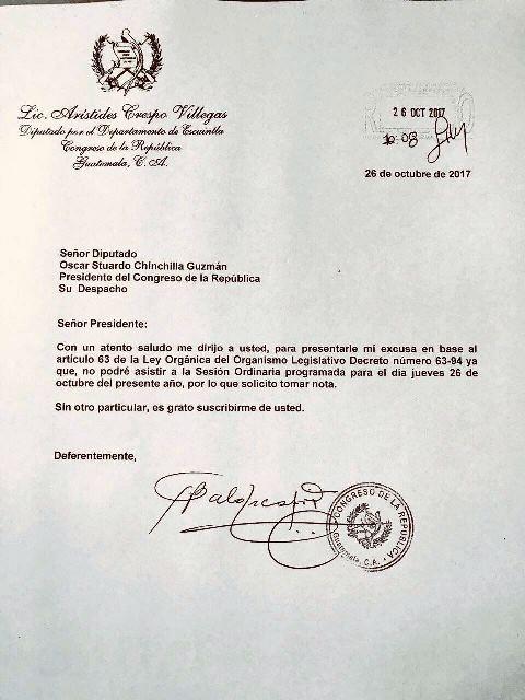 La carta por medio de la cual el diputado Aristides Crespo solicitó permiso para ausentarse hoy. (Foto Prensa Libre: Carlos Álvarez)