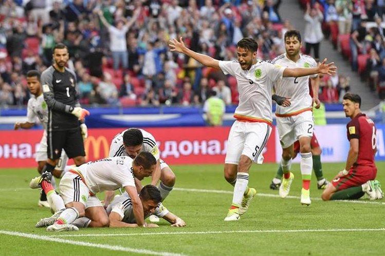 México, con un cabezazo salvador de Héctor Moreno, logró el empate agónico al 91. (Foto Prensa Libre: AP)