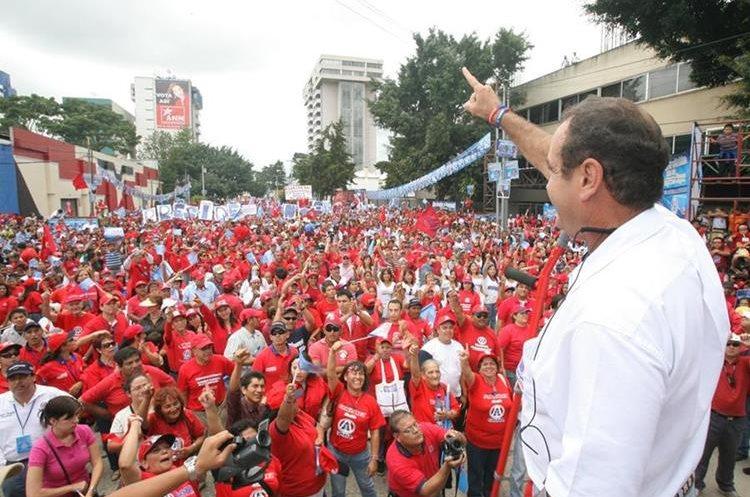 Alejandro Gimmattei en una gira de trabajo como candidato presidencial en el 2007 por la Gana. (Foto Prensa Libre: Hemeroteca PL)