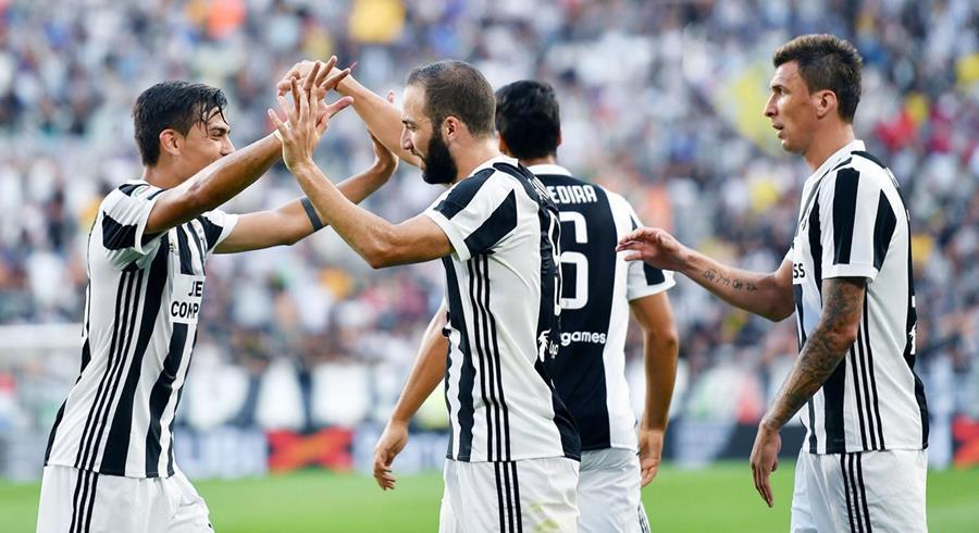 """Dybala e Higuaín fueron claves en la goleada de la """"vecchia signora"""". (Foto Prensa Libre: AP)"""