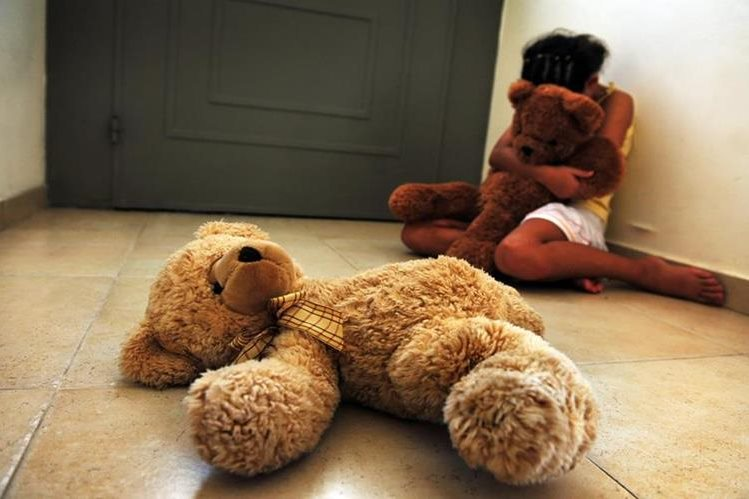 <em>Ilustración. Los agentes fueron alertados en el mes de julio de que había una pareja que aparentemente maltrataba a una menor. (Foto Prensa Libre: coolradiohd.com).</em>