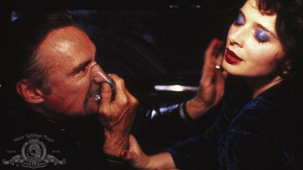 """""""Blue Velvet"""" fue considerada como una de las mejores películas de misterio jamás hechas, según el Instituto Estadounidense del Cine (AFI, en inglés). MGM"""