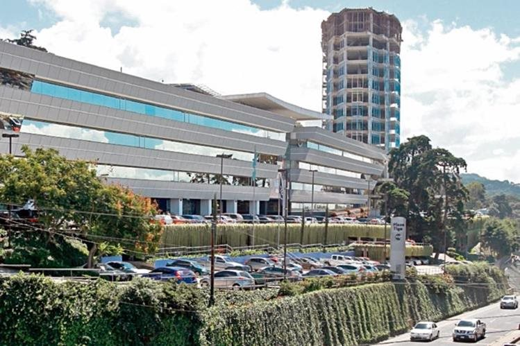 La compañía, con sede en Luxemburgo, presentó una denuncia sobre posibles pagos indebidos, en nombre de su filial en el país, Tigo.
