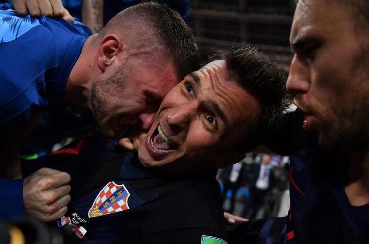 La celebración de Croacia y el encontronazo con el fotógrafo dieron la vuelta al mundo.