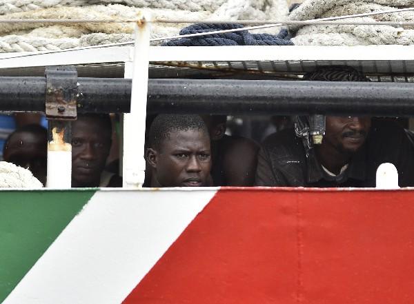 <em>inmigrantes de países africanos son interceptados en el Mediterráneo.(Foto Prensa Libre.AFP).</em>
