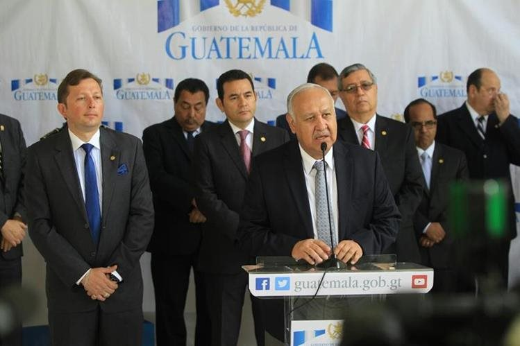 El ministro de Comunicaciones, Aldo García, anuncia el estado de calamidad en Jerez, Jutiapa. (Foto Prensa Libre: Esbin García)