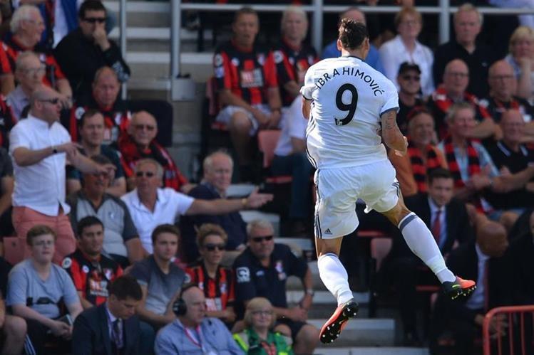 Zlatan Ibrahimovic marcó su primer gol en la Premier League con el Manchester United. (Foto Prensa Libre: AFP)