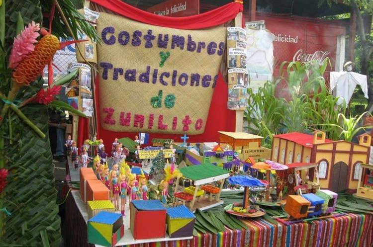Altar cívico muestra las costumbres de Zunilito. (Foto Prensa Libre: Cristian Soto).