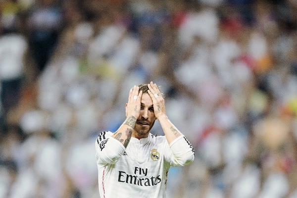 Sergio Ramos lamentó la eliminación del Real Madrid de la Liga de Campeones de Europa. (Foto Prensa Libre: AFP)