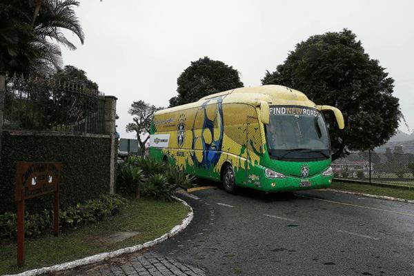 La selección brasileña llega a Granja Comary para iniciar su concentración previa a la Copa América en la ciudad de Teresópolis, en la sierra de Río de Janeiro. (Foto Prensa Libre: EFE)