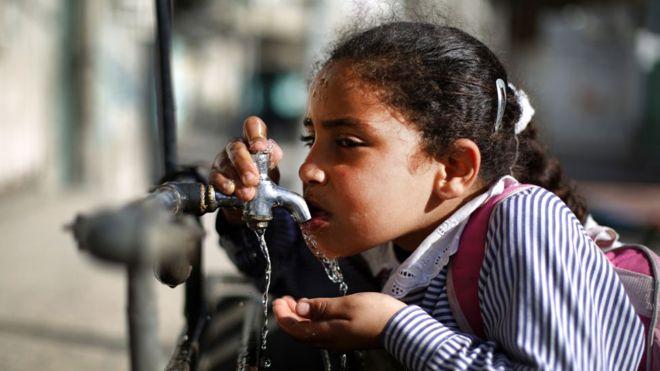 Mil 800 millones de personas vivirán en condiciones de escasez grave de agua para 2025, según Naciones Unidas. ¿Puede la desalinización ser parte de la solución? GETTY IMAGES