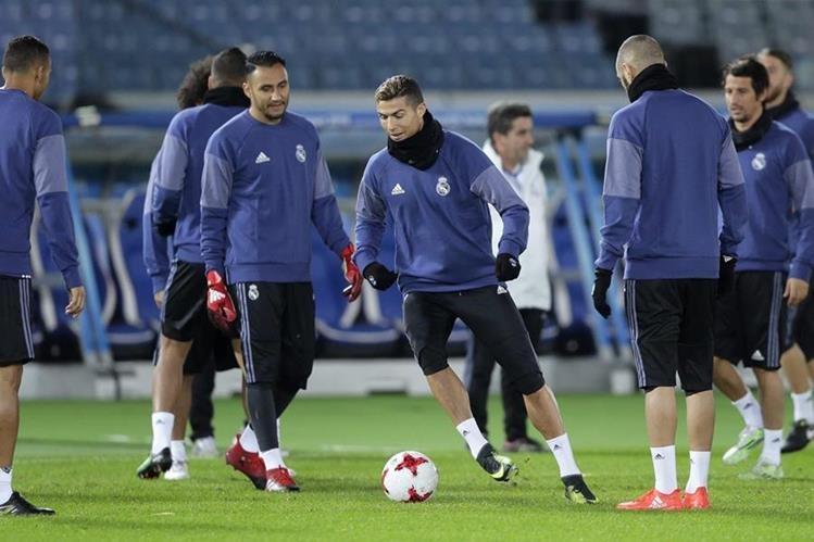 Los jugadores del Real Madrid durante el último entrenamiento antes de enfrentarse contra el América de México en la semifinal del Mundial de Clubes. (Foto Prensa Libre: EFE)