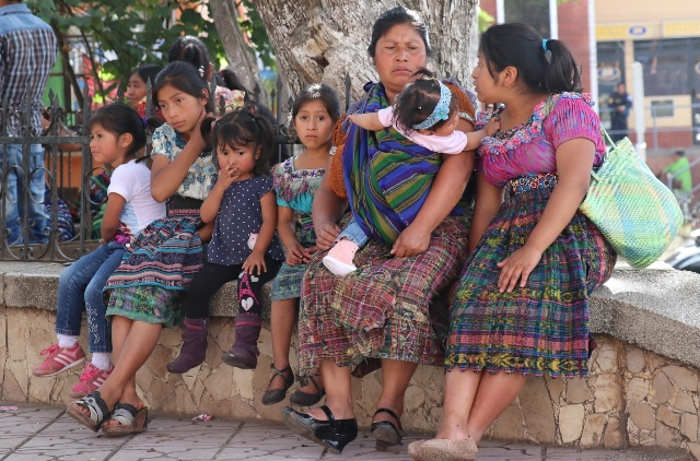 "Familia indígena de Santa Cruz del Quiché.&nbsp;<span style=""font-size: 12px;"">PRENSA LIBRE / HÉCTOR CORDERO</span>"