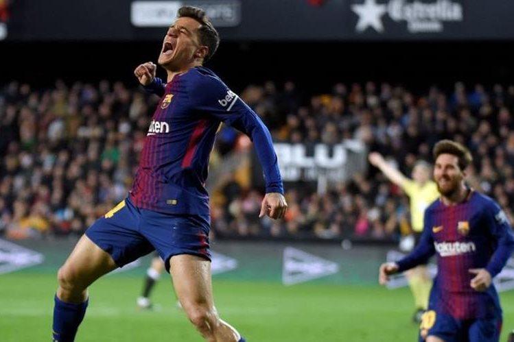 Así festejó Coutinho su primer gol con el FC Barcelona. (Foto Prensa Libre: AFP)