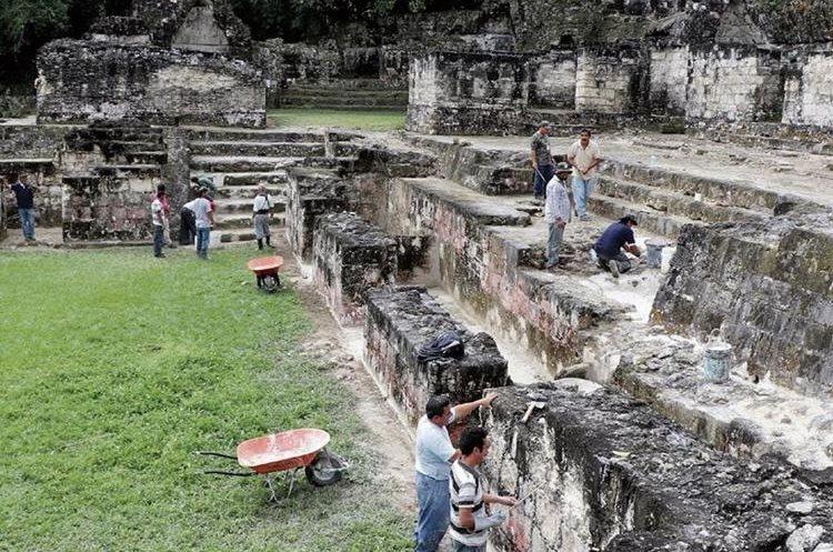Tikal es una de las principales ciudades mayas que alberga grandes pirámides y plazas. (Foto Prensa Libre Hemeroteca PL)