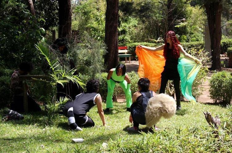 La obra de teatro Armonía es parte de las actividades culturales que se desarrollan en el parque. (Foto Prensa Libre: Eduardo González)