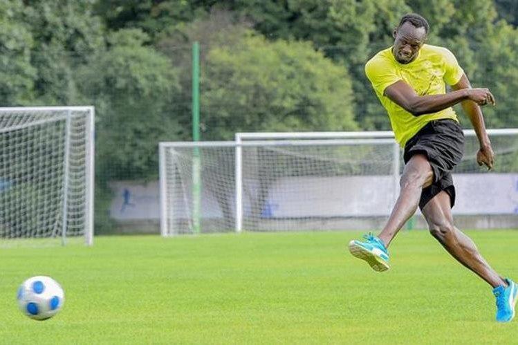 Bolt siempre se ha decantado por el balompié y podría jugar con el Borussia Dortmund. (Foto Prensa Libre: Hemeroteca)