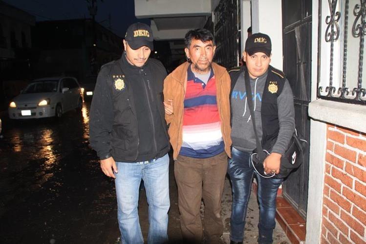 Juan Matzar Pérez, exconcejal de Santa Catarina Palopó, Sololá, fue capturado por haber abusado de una menor. (Foto Prensa Libre: Ángel Julajuj)
