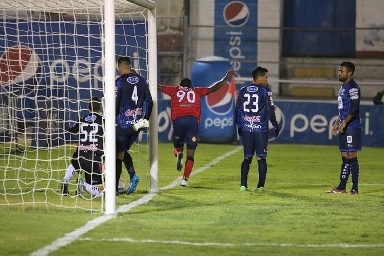 El equipo quetzalteco fue superior y se quedó con la victoria. (Foto Prensa Libre: Carlos Ventura)