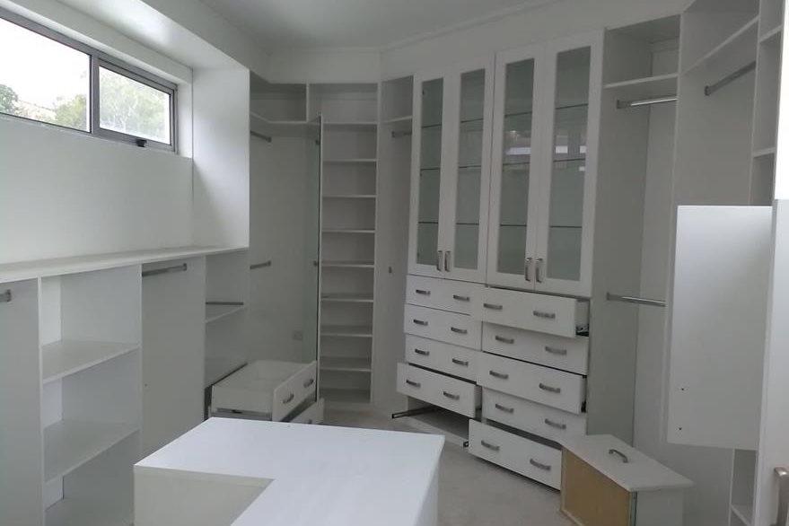 Juegos de armario a la medida fueron dispuestos en las habitaciones principales de la residencia donde vivió Roxana Baldetti. (Foto Prensa Libre: MP)
