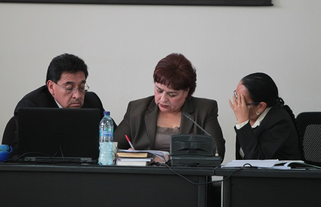 Integrantes del Tribunal B de Mayor Riesgo, presidido por la jueza María Eugenia Castellanos -centro-. (Foto Prensa Libre: Hemeroteca PL)