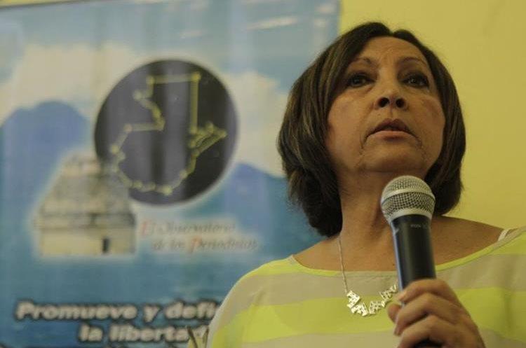 Ileana Alamilla durante la presentación del informe sobre violaciones contra la libertad de expresión, en el marco del Día Mundial de la Libertad de Prensa, en 2014. (Foto Prensa Libre: Hemeroteca PL).