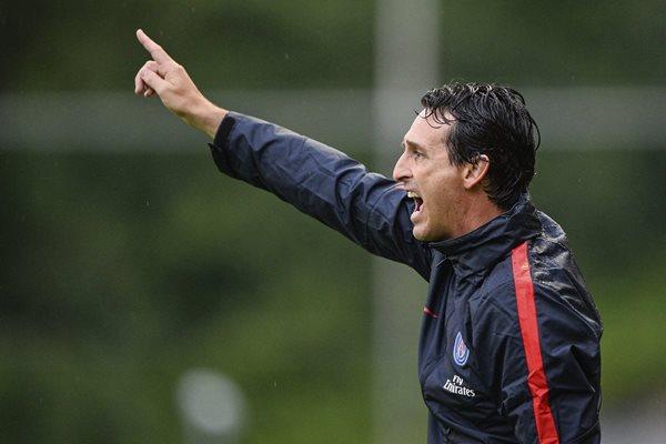 El entrenador español del Paris Saint Germain, Unai Emery durante un amistoso contra el West Bromwich (Foto Prensa Libre: EFE)