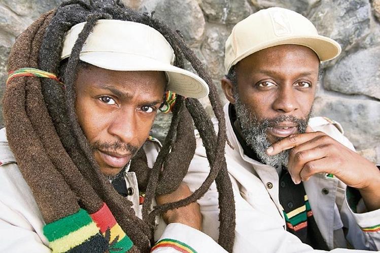 Steel Pulse se caracteriza por sus ritmos de reggae roots y por sus letras cargadas de mensajes de amor y justicia para todas las naciones. Sus fundadores son David Hinds y Selwyn Brown. (Foto Prensa Libre: Hemeroteca PL)