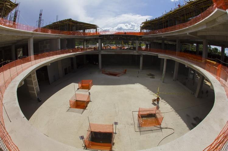 Trabajos de construcción de lo que será el Naranjo Mall. (Foto Prensa Libre: Cortesía)