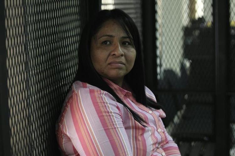 Zonia Elizabeth Lemus Vásquez en el tribunal este jueves. Foto Prensa Libre: Carlos Hernández.