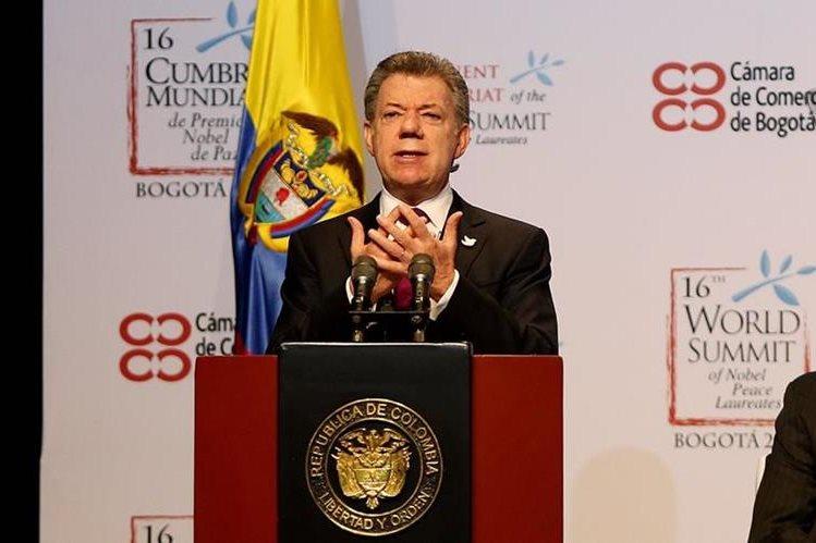Santos, durante su intervención en la Cumbre de Premiso Nobel en Bogotá, Colombia el pasado 2 de febrero. (Foto Prensa Libre: EFE)