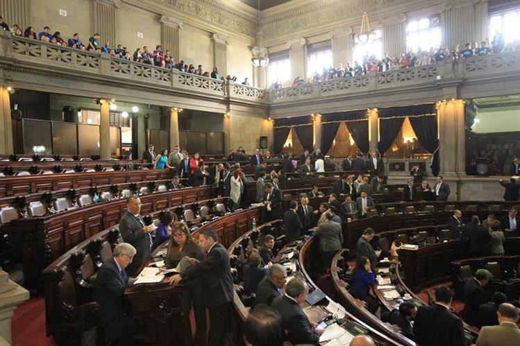 Diputados tienen este lunes para hacer sus últimos movimientos si quieren cambiar de bancada. (Foto Prensa Libre: Hemeroteca PL)