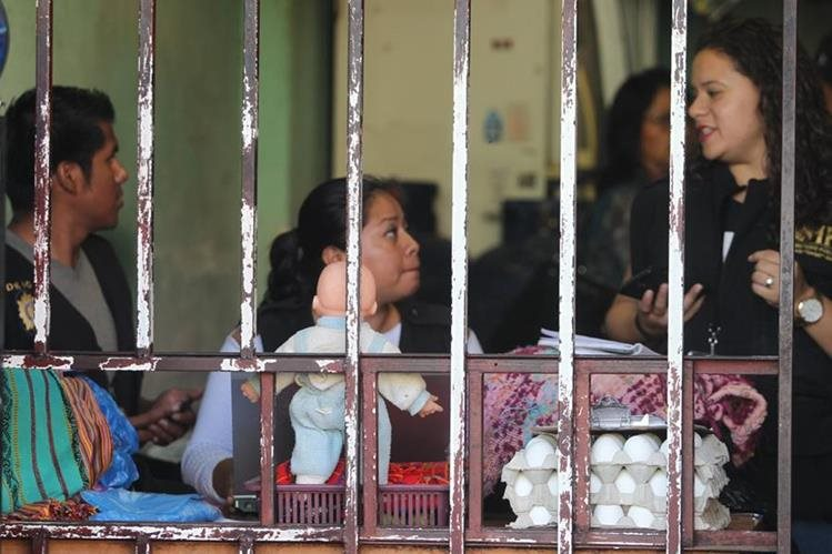 Constantemente autoridades realizan operativos para rescatar a menores explotados sexual o laboralmente. (Foto Prensa Libre: Hemeroteca PL)