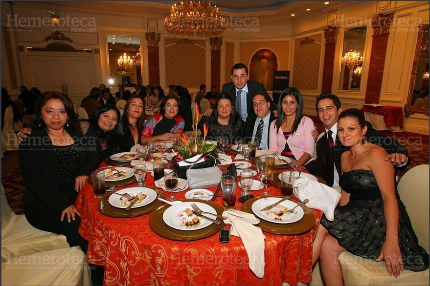 2/12/2007 Periodistas de Prensa Libre, durante la cena del Día del Periodista. (Foto: Hemeroteca PL)