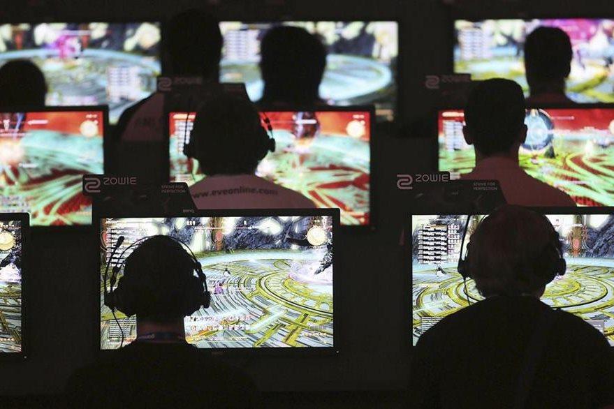 Los niños que juegan con videojuegos tienen mejores habilidades motoras y un mejor rendimiento escolar. (Foto Prensa Libre: Hemeroteca PL)