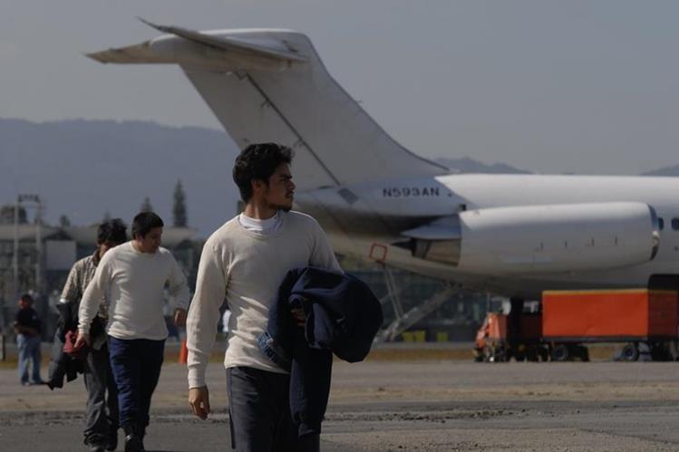"""El Salvador prepara un """"plan de contingencia"""" para afrontar una escalada de las deportaciones."""