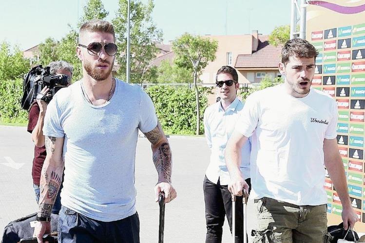 Además de la posible salida de Sergio Ramos también se menciona que  Iker Casillas también dejará el club. (Foto Prensa Libre: EFE)