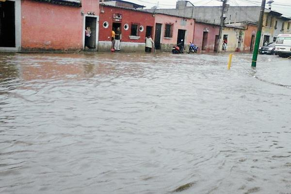 Las lluvias en Antigua Guatemala, Sacatepéquez, provocaron que las calles quedaran anegadas. (Foto Prensa Libre: Twitter @Nolasces )