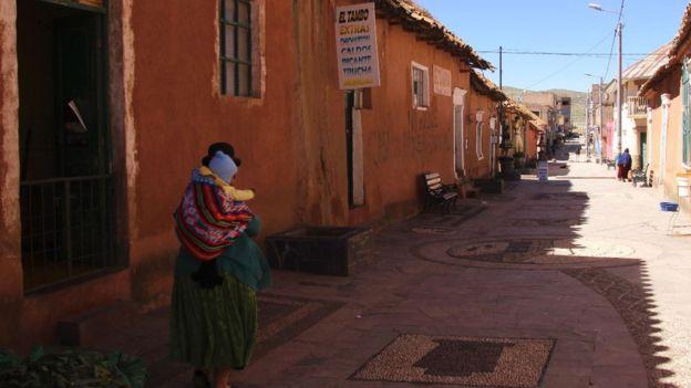 """Lampa tiene 15.000 habitantes y la conocen como la ciudad rosada debido al revestimiento de sus casas. Ahora hay quienes la llaman """"Ciudad de La Piedad Negra y la Piedad Blanca"""". PAUL PALAO"""