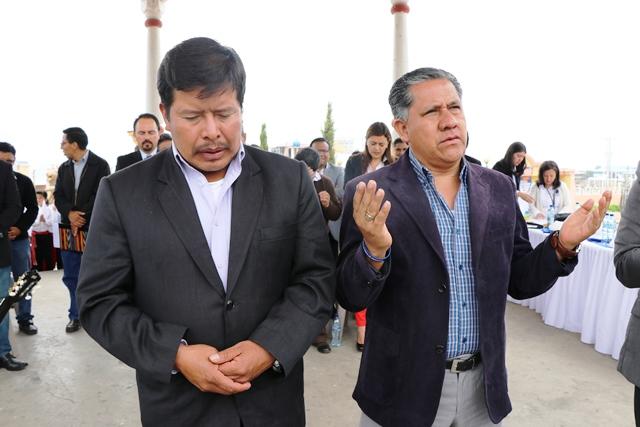 Los alcaldes de ambos municipios elevaron plegarias para que la paz reine en Tajumulco e Ixchiguán. (Foto Prensa Libre: Whitmer Barrera)