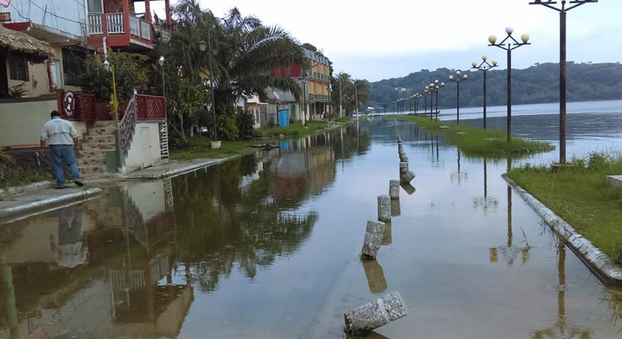 La Conred también reporta crecida del Lago Petén Itzá, en Flores. (Foto Prensa Libre: Conred)