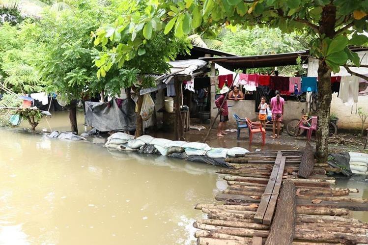 Una de las áreas inundadas en la Nueva Concepción, Escuintla. (Foto Prensa Libre: Enrique Paredes).