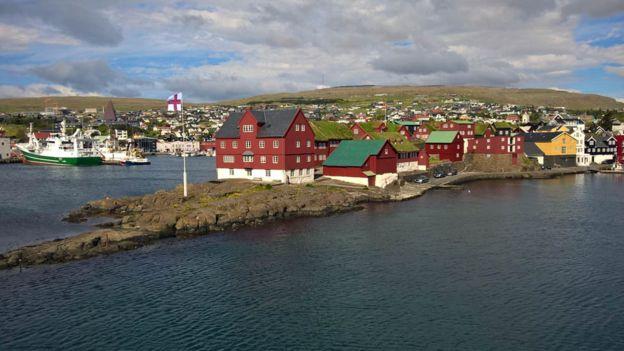 La población total de las islas Feroe es de apenas 50.000 habitantes.