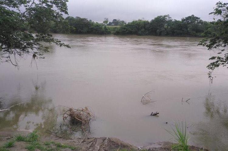 Río Chixoy a punto de desbordarse en Playitas, Cobán, las lluvias continúan fuertes en la región.