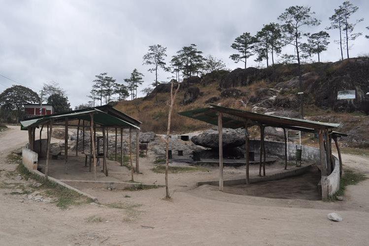 Piedra de los Compadres, sitio turístico, donde fue cometido el doble crimen. (Foto Prensa Libre: Edwin Paxtor)
