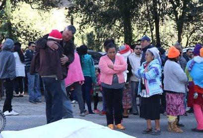 Familiares lamentan lo sucedido con el maestro, quien se dirigía a impartir clases a una escuela de Tejutla. (Foto Prensa Libre: Whitmer Barrera)
