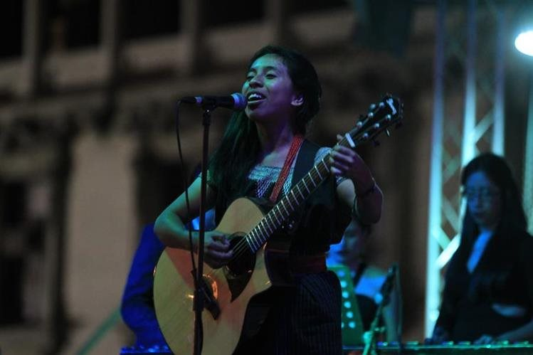Sara Curruchich representará a Guatemala en una gira europea. (Foto Prensa Libre: Hemeroteca PL)