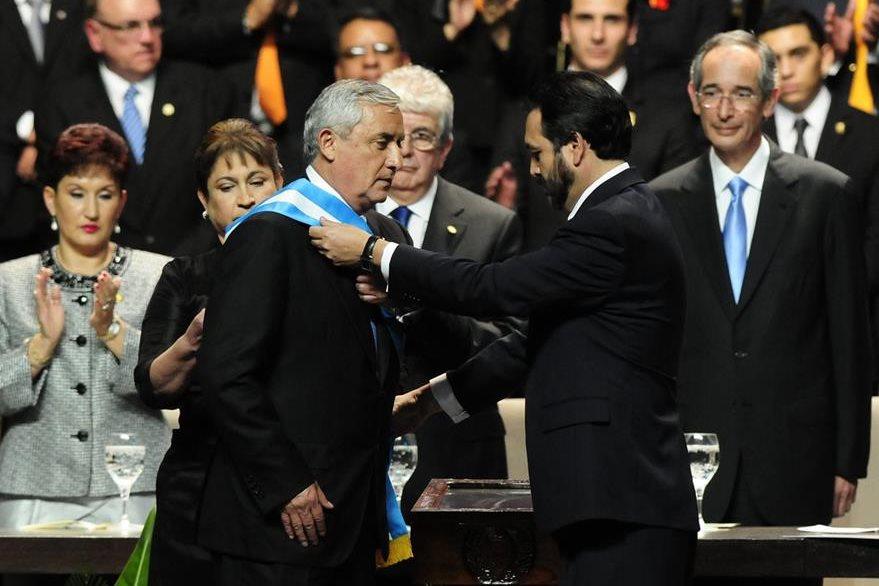 Otto Pérez Molina y su esposa Rosa Leal de Pérez, durante los actos oficiales de cambio de Gobierno. Gudy Rivera, presidente del Congreso, da toma de posesón al nuevo mandatario.(Foto Prensa Libre: Hemeroteca PL)